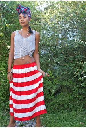 red skirt - white shirt - blue scarf