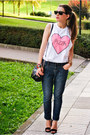 Stradivarius-shoes-blanco-jeans-yatt-t-shirt