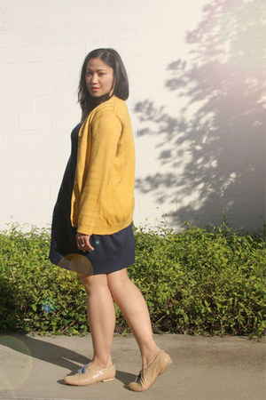 navy H&M dress - mustard vintage sweater - nude Steve Madden flats - gold vintag