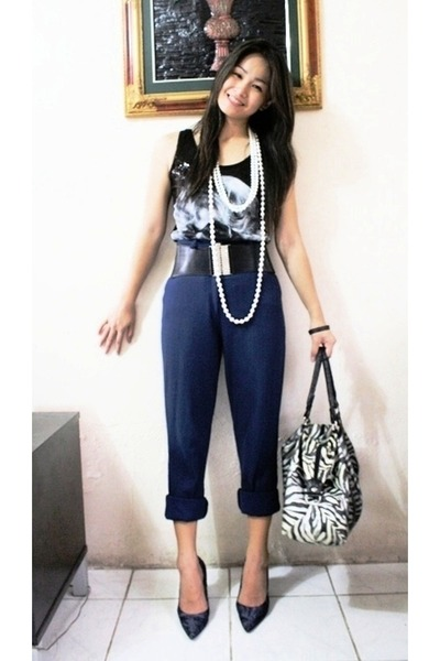 black top - black pants - blue shoes - random brand bag - black random brand bel