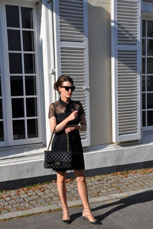 black SANDRO dress - black Chanel bag - black firmoo sunglasses