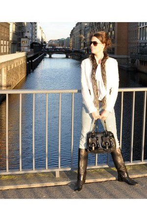 black Gucci boots - blue H&M jeans - off white Dolce & Gabbana jacket