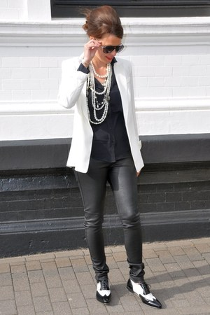 black Oakwood leggings - off white Binè Hamburg shoes - white H&M blazer