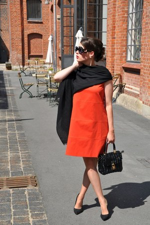 black The Pashmina Shop scarf - red ANTONELLI Firenze dress