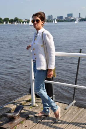 swap in the city jacket - H&M jeans - Ray Ban sunglasses - Claudia Obert flats