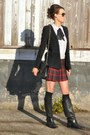 Black-gucci-boots-black-hallhuber-blazer-black-chanel-bag