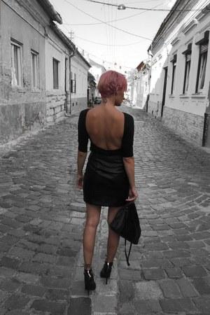 clutch Zara bag - leather New Yorker skirt