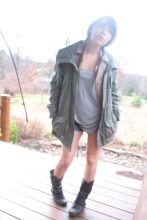 green Heritage 1981 jacket - gray t-shirt - brown boots - beige American Eagle s