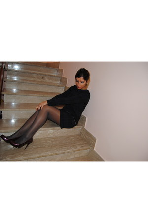 navy Zara dress - charcoal gray Calzedonia tights - crimson Pinko pumps