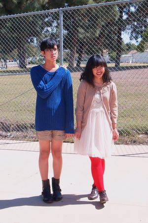 red Sock Theory tights - blue H&M sweater - white Forever 21 - black boots - bei