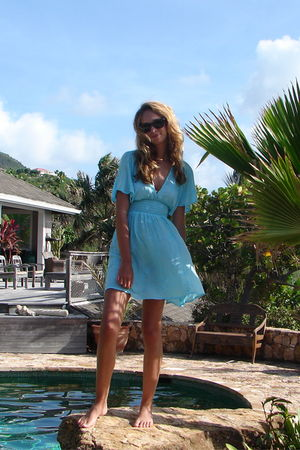 blue calypso dress - brown Ray Ban sunglasses