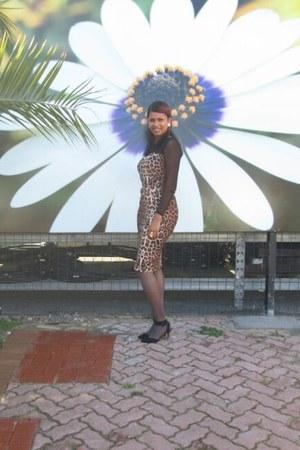 leopard print dress - heels