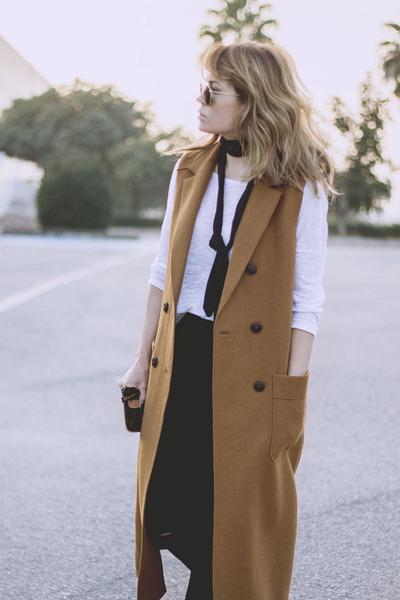mustard Zara coat - black Bershka boots - black Topshop jeans