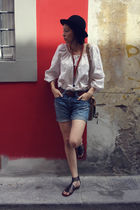 black vintage hat - white MaxMara blouse - brown vintage belt - blue Levis jeans
