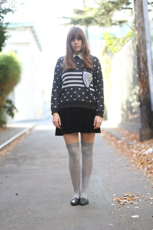 black vintage skirt - black vintage shoes - black novelty print vintage sweater