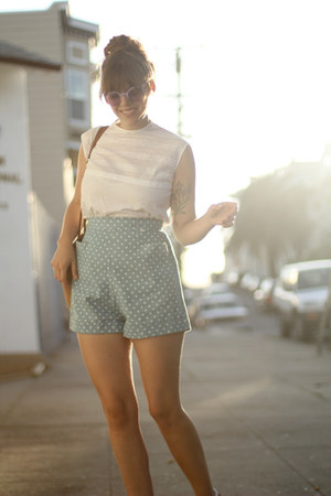 light blue 1940s shorts - dark brown straw market 1970s bag