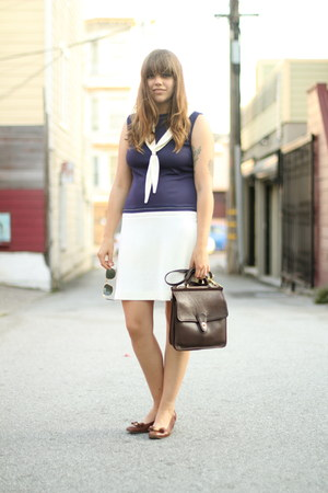 navy sailor vintage dress - brown vintage coach bag - brown bow ferragamos flats