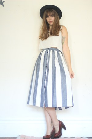 periwinkle maxi vintage skirt - crimson straw wide brim vintage hat