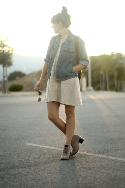 desert Dolce Vita boots - linen Vintage thrifted dress - denim vintage jacket