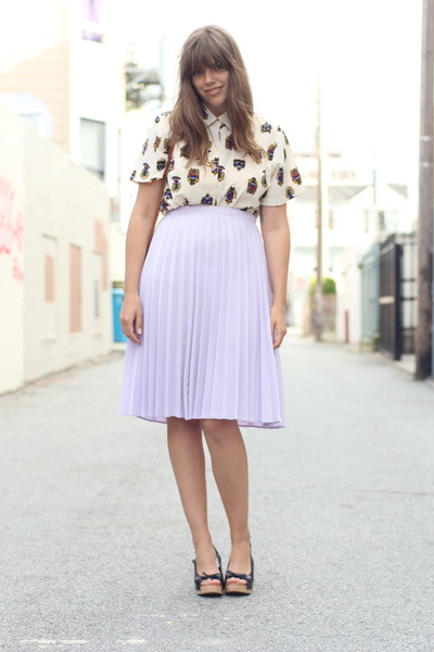 eggshell Vintage thrifted shirt - black seal of the sutro clogs - light purple p