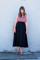light brown market vintage bag - black maxi skirt thrifted vintage skirt - light