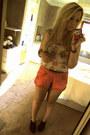 Salmon-miss-selfridge-shorts-peach-cropped-internacionale-blouse