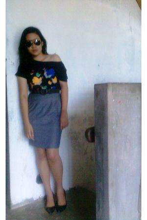 black shirt - gray skirt - black belt - black Ray Ban sunglasses