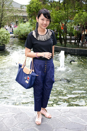 black Zavannah shirt - navy longchamp bag - navy chatuchak pants - light pink cr