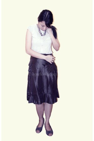 eggshell gifted blouse - dark green vise versa skirt - heather gray SM heels - p