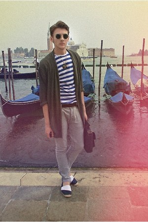 Zara cardigan - Zara shoes - H&M shirt - Topman bag - H&M pants