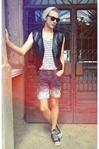 Converse sneakers - New Yorker hat - H&M shirt - Esprit shorts