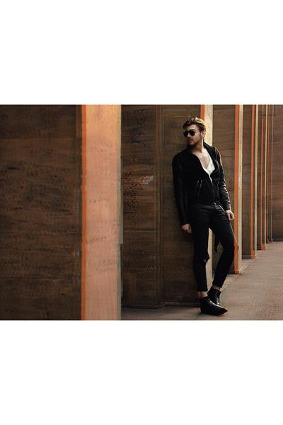 Black-zara-boots-black-zara-jacket-white-pasdutout-shirt