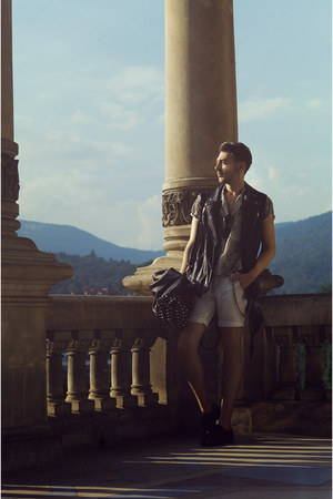 black Zara boots - dark khaki shirt - off white pull&bear shorts