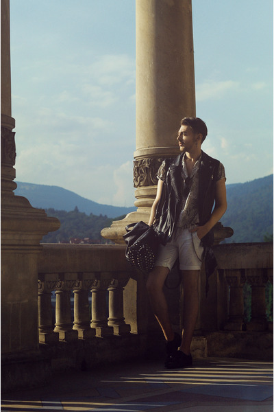 Black-zara-boots-dark-khaki-shirt-off-white-pull-bear-shorts