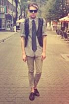 black vest - crimson shoes - tan H&M jeans - white Zara shirt