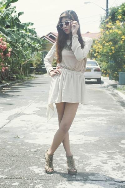 beige UNCUT dress