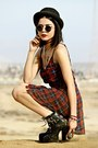 Black-tobi-boots-brick-red-plaid-tobi-dress-black-forever-21-hat