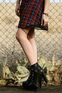 Black-tobi-boots-brick-red-plaid-tobi-dress-black-forever-21-hat