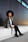 Black-boots-black-hat