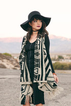 beige knit Ooh La Luxe vest