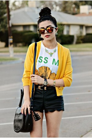 black saddle bag Forever 21 bag - black pleather Lulus shorts
