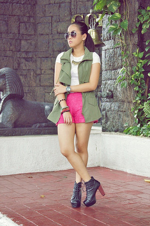 hot pink lace SM shorts - black Gifts Ahoy boots - army green SM vest