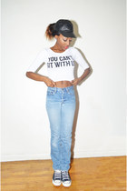 white graphic tee Ebay top - sky blue boyfriend jeans Levis jeans