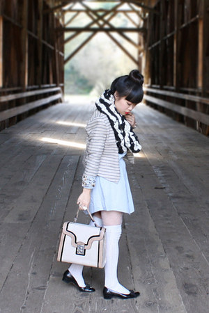 black snowdrop cowl Victory Garden Yarn scarf - beige kiera bag melie bianco bag