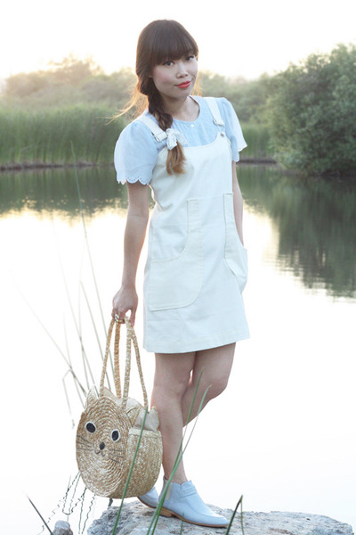 beige cat straw tote bag - light blue simona boots Plomo boots