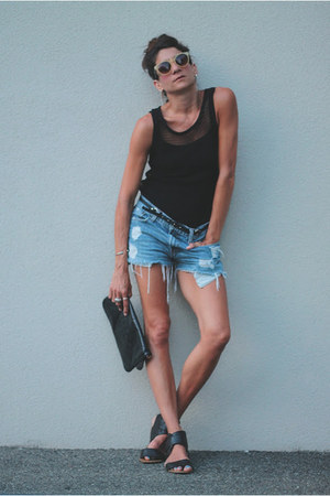 Levis shorts - Zara top