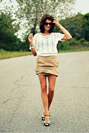 camel H&M skirt - ivory shirt - franco sarto heels