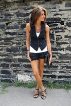 black tracey feith shorts - black BCBG vest - black wedges