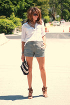 heather gray Alexander Wang shorts - white shirt - light brown Chloe heels
