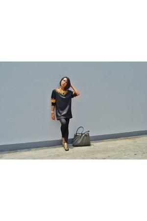 black Forever 21 leggings - Zalora shoes - black and gold Forever 21 sweater